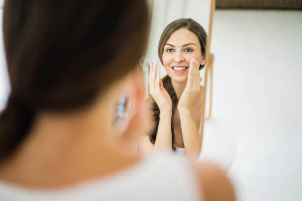 mujer con salud facial